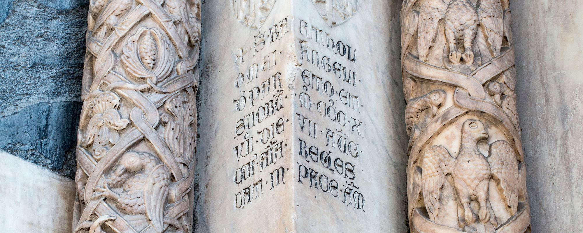 Iscrizione sulla Cattedrale di Genova